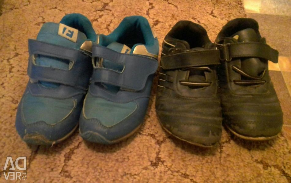 Sneakers for children 32r-r. For two pairs