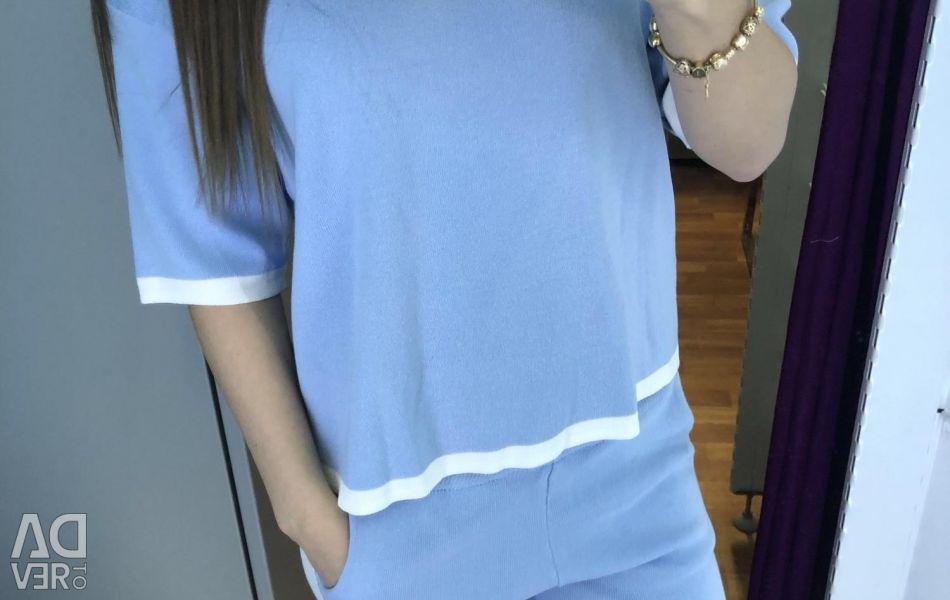 Μπλε δεμένη στολή
