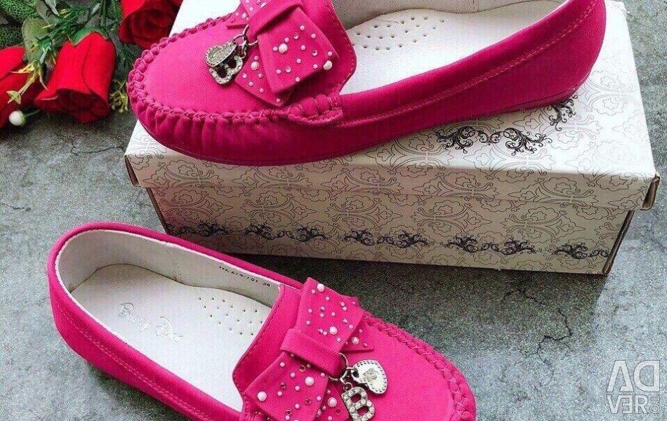 Genç ayakkabıları
