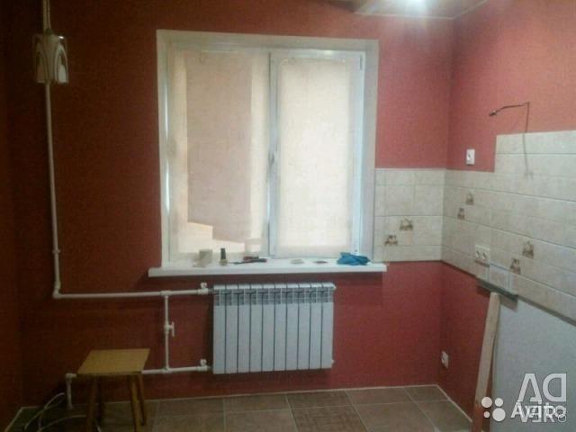 Plaster, putty, laying tiles, laminate, wallpaper