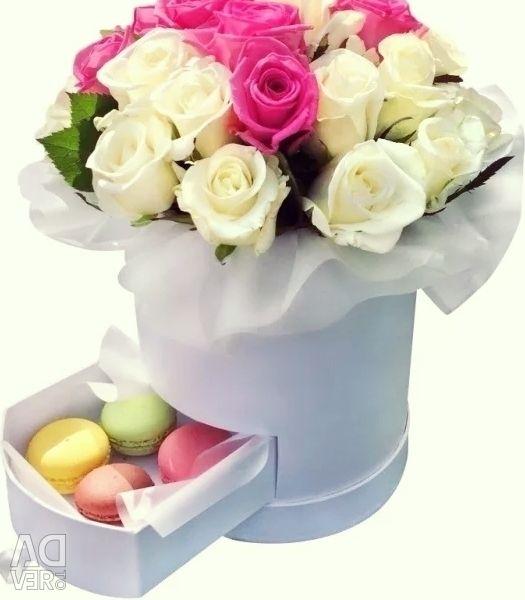 Τριαντάφυλλα στο κουτί. Κουτί δώρου με μακαρόνια