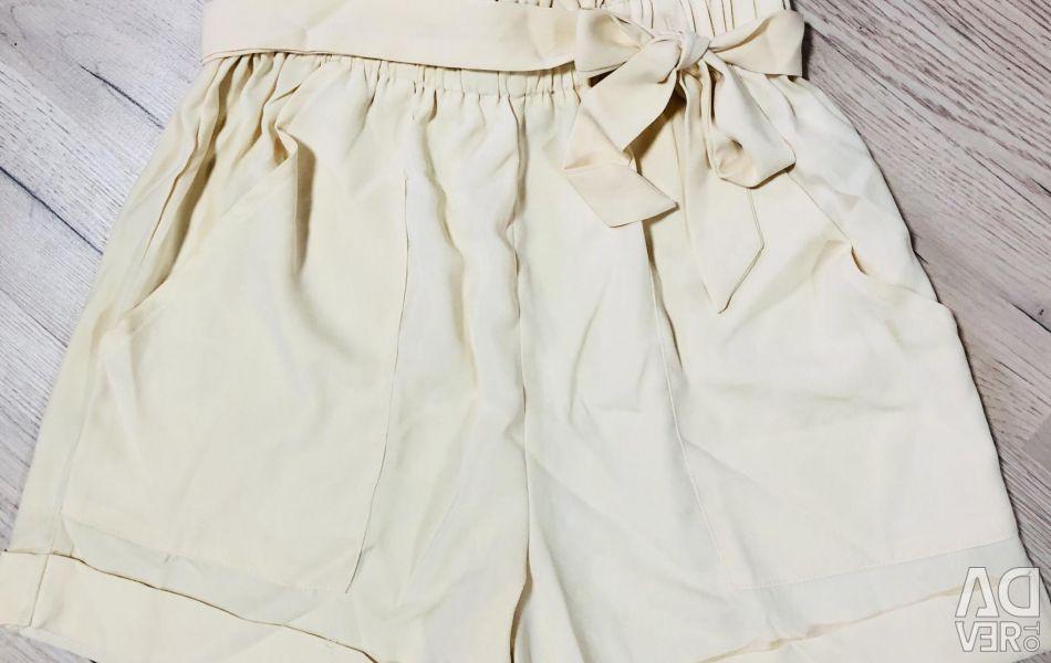 Boohoo pantaloni scurți noi, mărime S / M