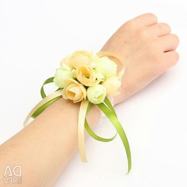 Bracelet from flowers