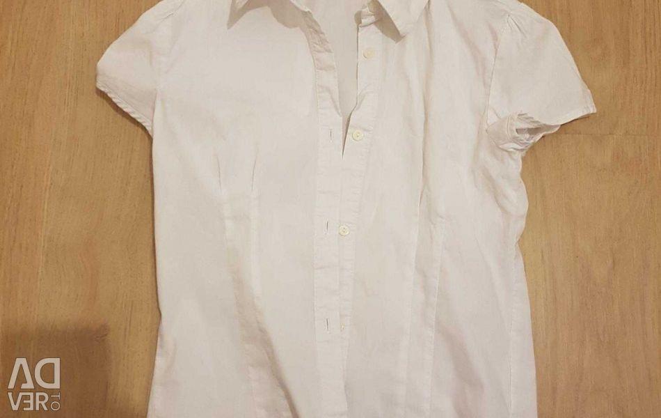 Normal white sleeveless shirt