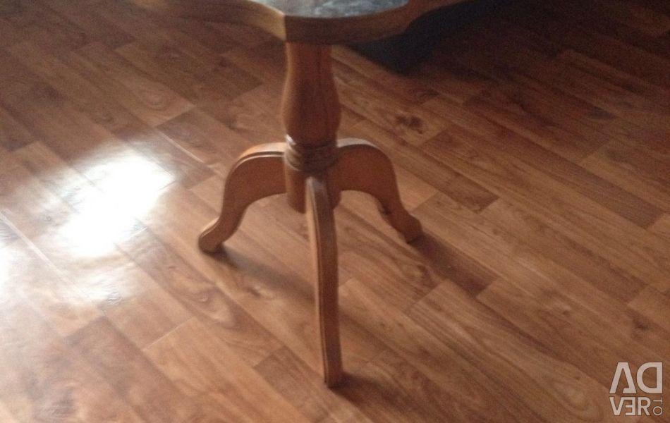 Стол журнальный деревянный