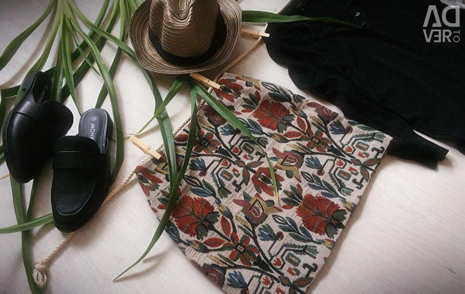 Πολύχρωμη φούστα με τροπική εκτύπωση