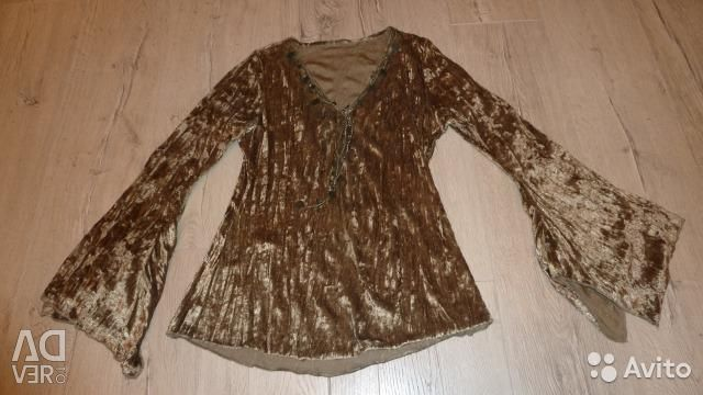 Blouse of green moss color
