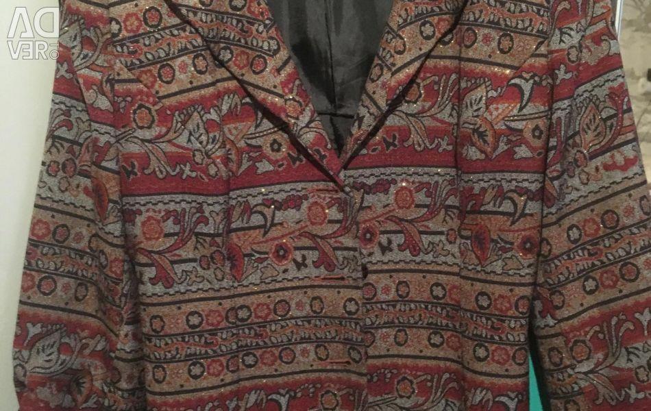 Jacheta este pentru femei. Dimensiunea 46-48.