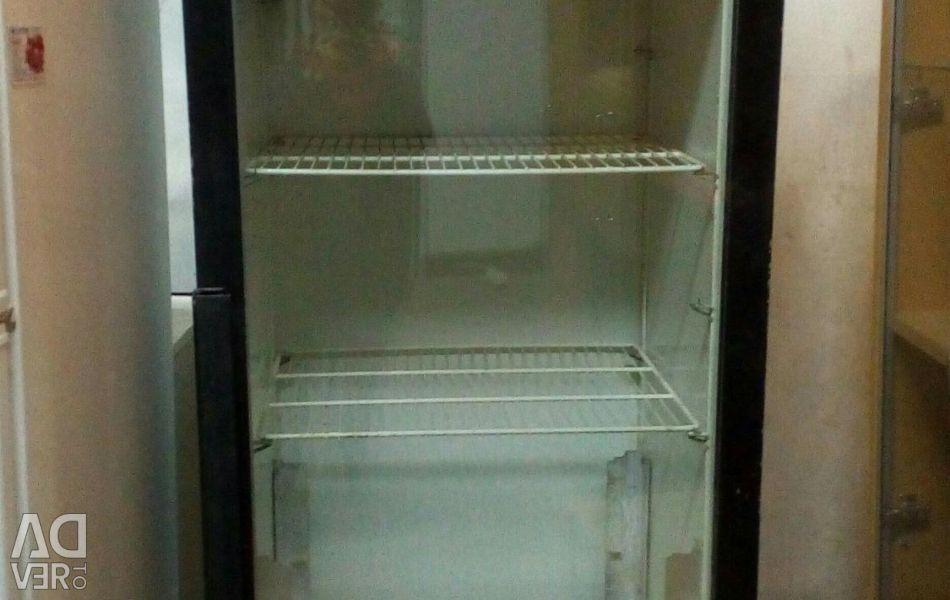 Case refrigerating worker