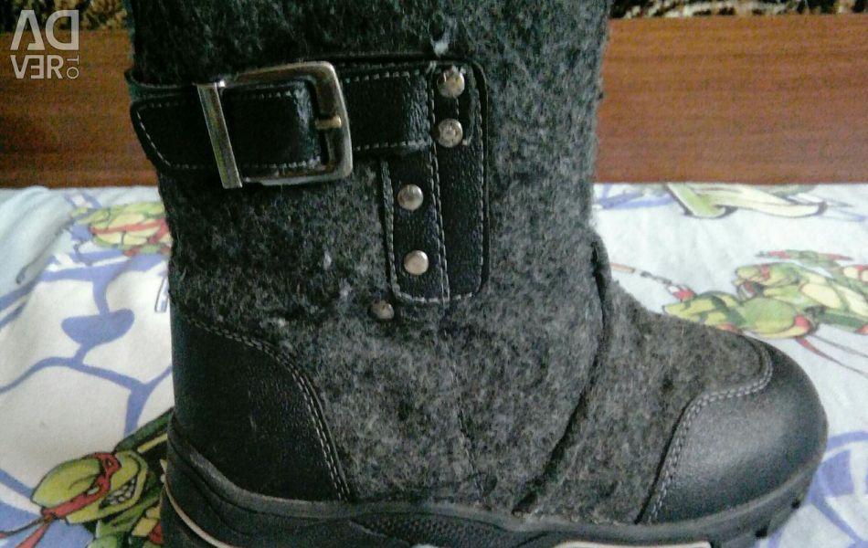 Boots pentru un băiat de dimensiune 33