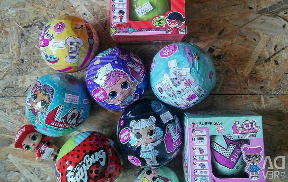Balls with Lol dolls.