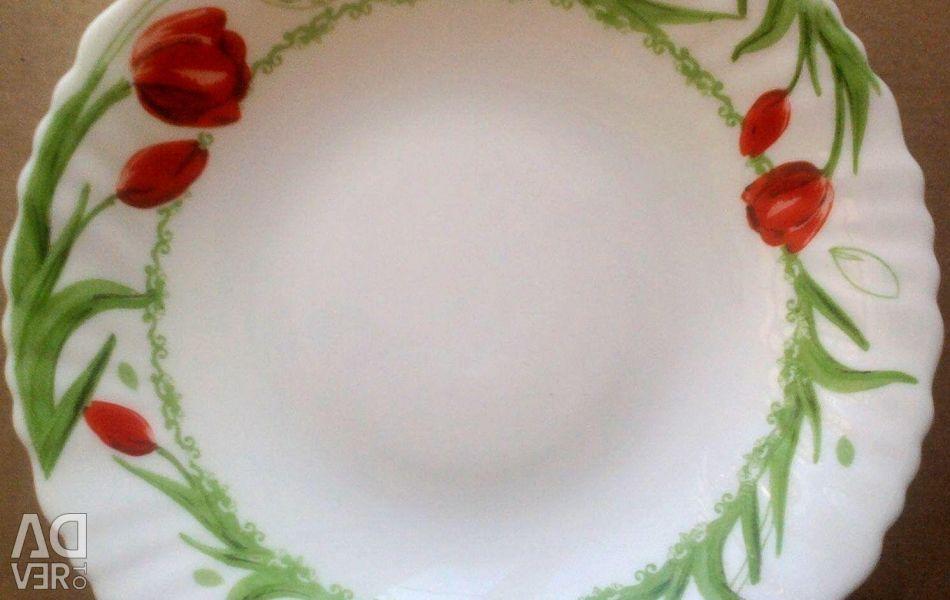 Plates 21.5 cm new (18 pcs.)