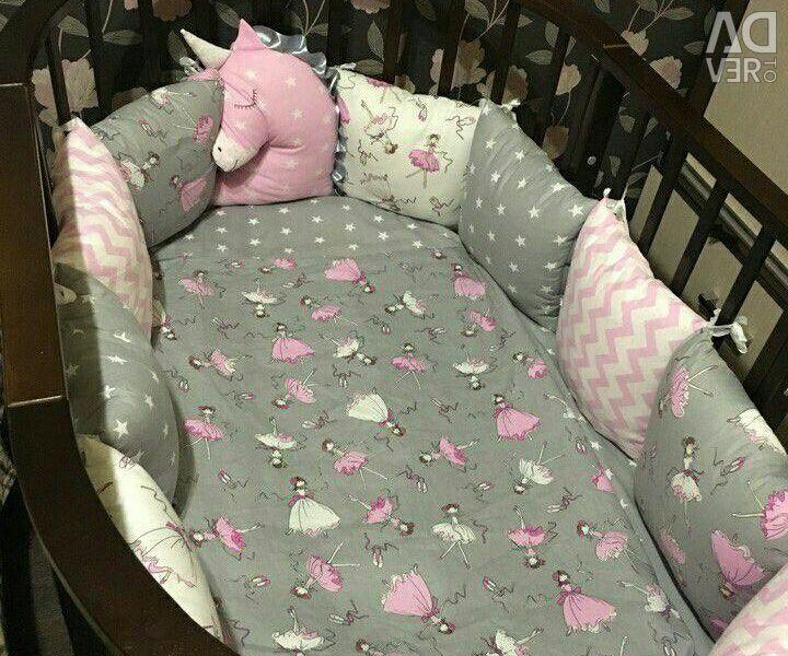 Набор в кроватку новый