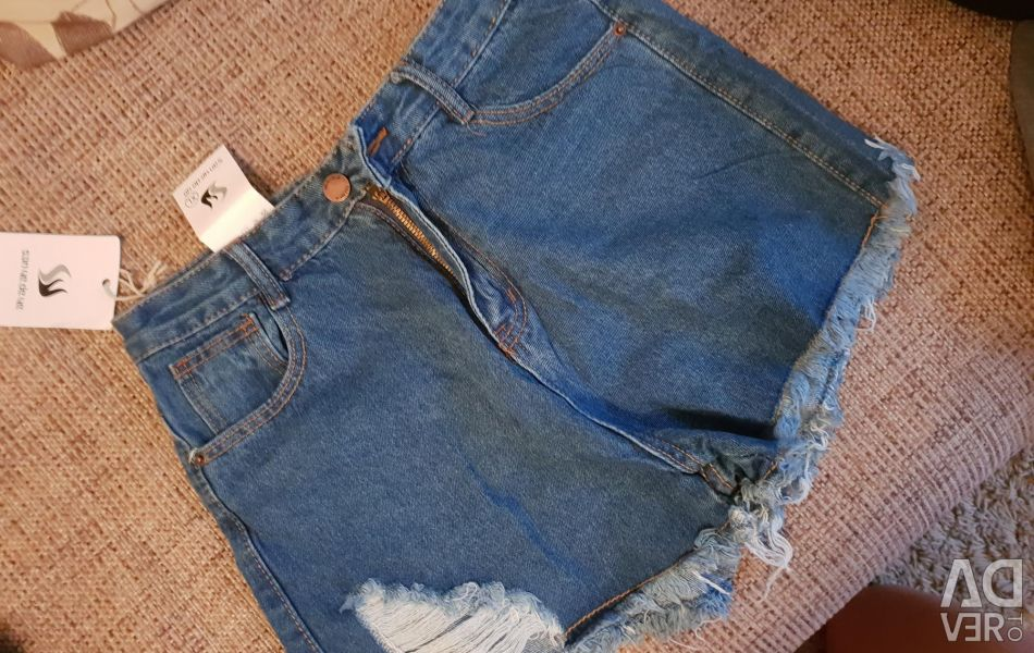 New shorts size L